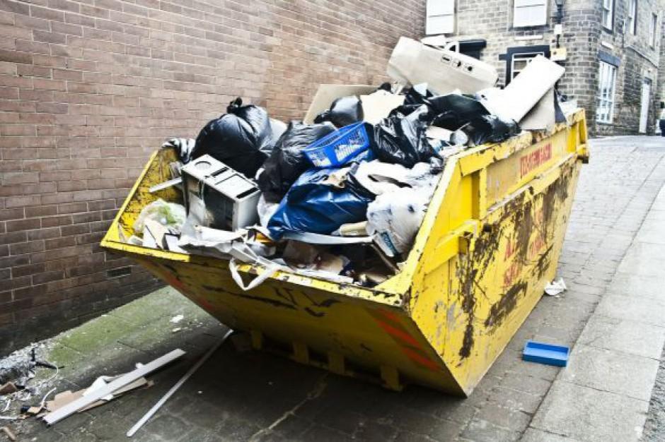 Zaległe opłaty za śmieci ściągnie urząd skarbowy albo gmina