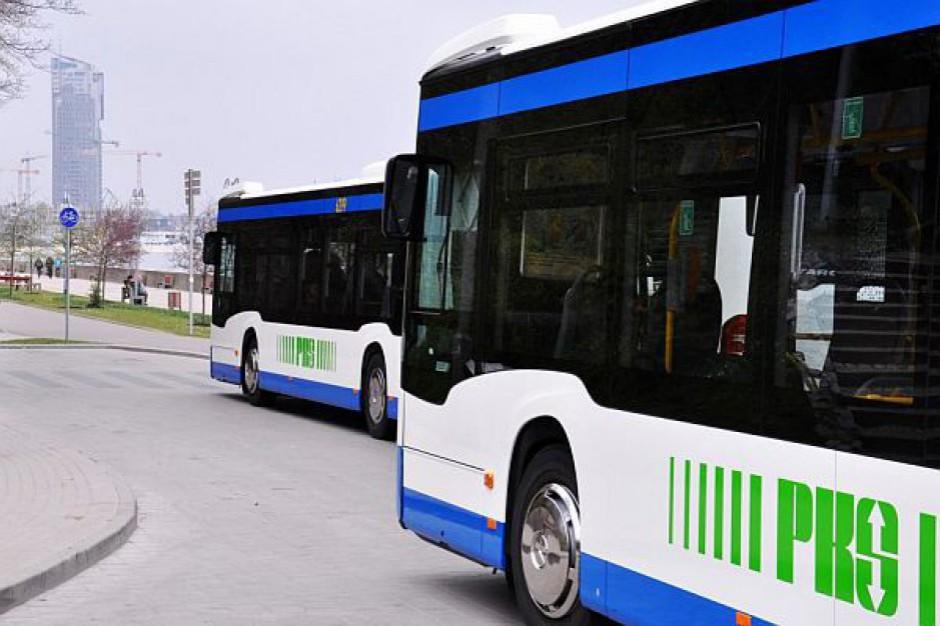 Kujawsko-pomorskie: marszałek Piotr Całbecki chce bez przetargu zorganizować transport autobusowy i powierzyć go samorządowej firmie.