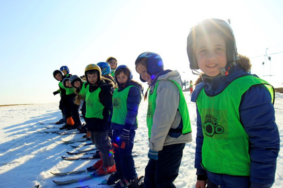 Małopolskie gminy otrzymają dofinansowanie na organizację lekcji nauki jazdy na nartach i snowboardzie