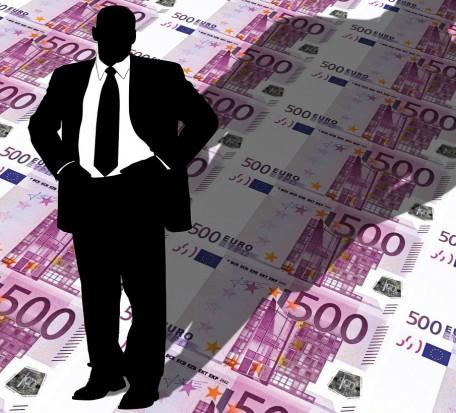 Samorządowcy podnoszą sobie standard życia kosztem obywateli