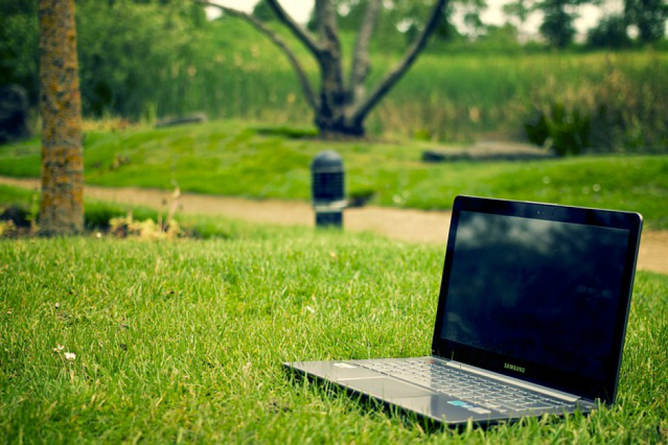 Wbrew stereotypom między miastem a wsią różnice w kwestii dostępu do internetu są niewielkie