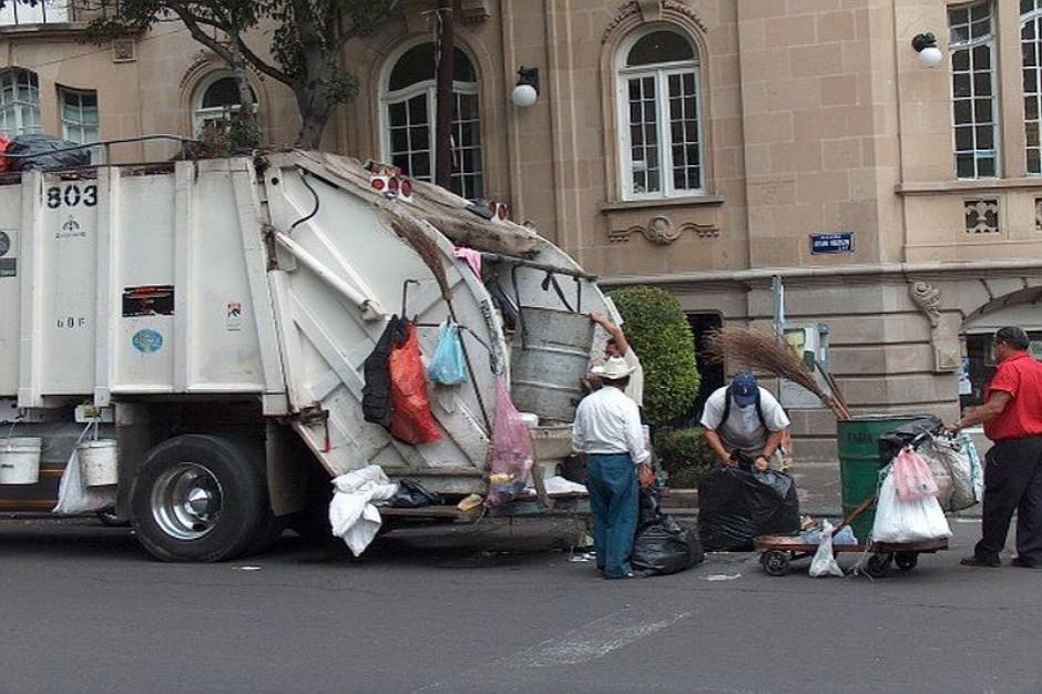 Ile zarabia się przy segregowaniu śmieci?
