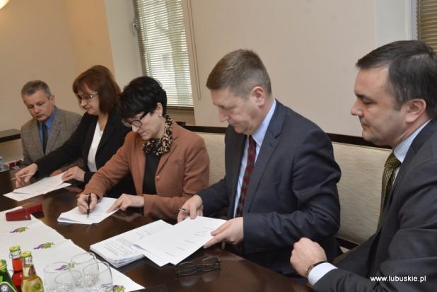 Lubuskie podpisało zgodę na restrukturyzację Przewozów Regionalnych