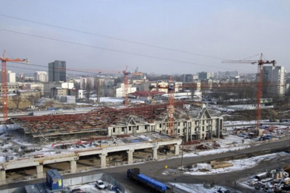 """10 tysięcy """"świetlików"""" oświetlać będzie dworzec Łódź Fabryczna"""