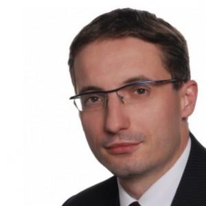 Urzędujący w Rybniku  Piotr Kuczera , który pokonał Adama Fudali, nie wykazał oszczędności. Ma dom o powierzchni 65 mkw. o wartości około 140 tys. zł, który stoi na działce o powierzchni 1,1 tys. mkw. W oświadczeniu wymienił także działkę o powierzchni 3,8 tys. mkw. szacowaną na około 100 tys. zł.   Kuczera, zanim został prezydentem, pracował w Zespole Szkół nr 2. Jego roczny dochód to 39 597 zł, do tego dochodzi dieta radnego – 17 120 zł oraz zarobki w biurze poselskim Marka Krząkały w wysokości 15 710 zł i w biurze posła PE Jana Olbrychta w wysokości 11 550 zł.   Prezydent jest właścicielem mercedesów: c180 z 1995 r., c250 z 1996 r. oraz c126 z 1991 r. Spłaca też 28 tys. zł kredytu.