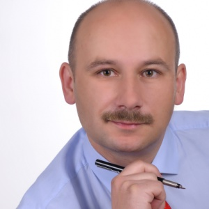 Były poseł  Marcin Witko , który pokonał rządzącego w Tomaszowie Mazowieckim Rafała Zagozdona, majątku nie wykazał. Jest natomiast współwłaścicielem domu o powierzchni 218 mkw. o wartości 500 tys. zł oraz działki wokół domu o powierzchni 612 mkw. szacowanej na 50 tys. zł.   W 2014 r. uzyskał też 27121 zł diety poselskiej oraz 111612 zł z uposażenia poselskiego.   Witko jest współwłaścicielem (wraz z żoną) dwóch samochodów – Lexusa GS 450h z 2007 r. oraz BMW X3 z 2006 r.   Prezydent ma zaciągniętą pożyczkę na cele mieszkaniowe z Prokuratury Apelacyjnej w Łodzi w wysokości ok. 73 tys. zł oraz kredyt odnawialny w mBanku na ok. 19311 zł.