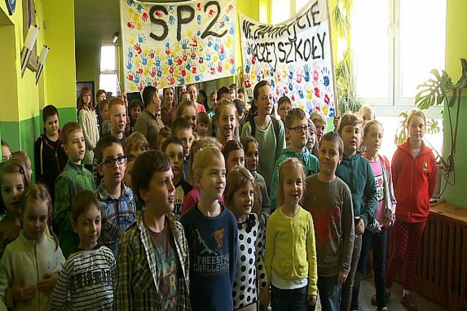 Likwidacja szkół wstrzymana po proteście rodziców i uczniów