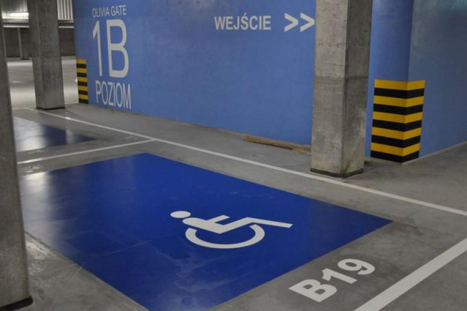 Miejsca dla niepełnosprawnych, kolor niebieski: estetyka obszarów zabytkowych