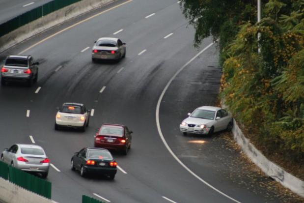 Spadła liczba wypadków drogowych oraz liczba zabitych na drogach