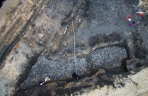 Tarnów: znaleziono fragmenty bruku, po którym szli pierwsi więźniowie KL Auschwitz