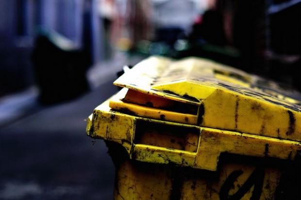 Gospodarka odpadami: Jakie wymagania powinna spełniać firma zajmująca się  odbieraniem i przetwarzaniem odpadów?