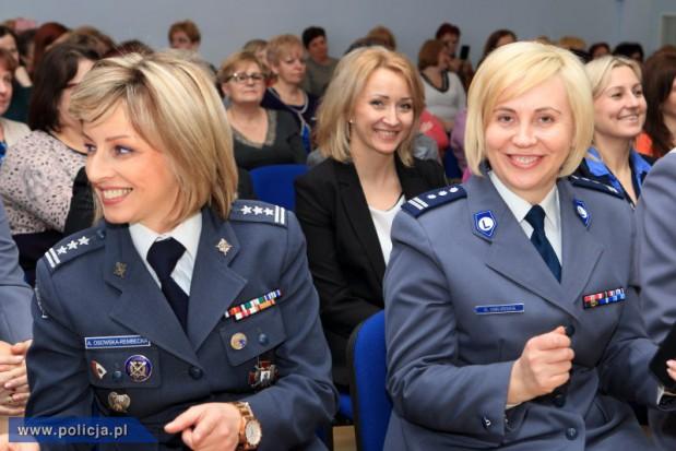 W Polsce służy 20 tys. kobiet-funkcjonariuszek. Najwięcej w Policji