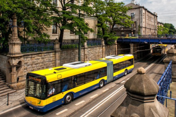 Na polskich drogach przybywa autobusów