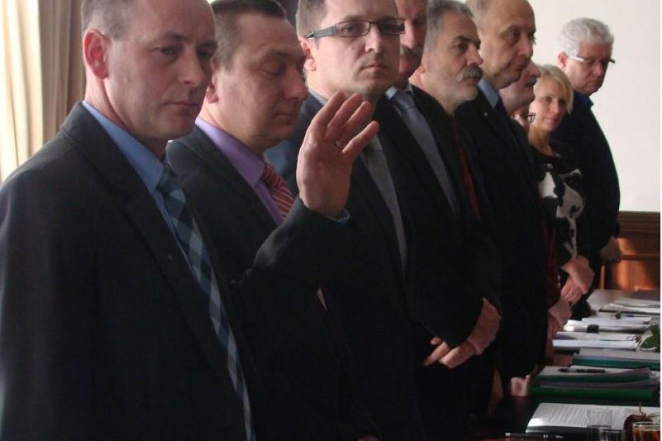 Rada powiatu piotrkowskiego znów pracuje w pełnym składzie