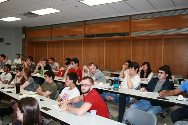 MSP ogłosiło konkurs dla absolwentów polskich uczelni. Do wygrania są płatne staże