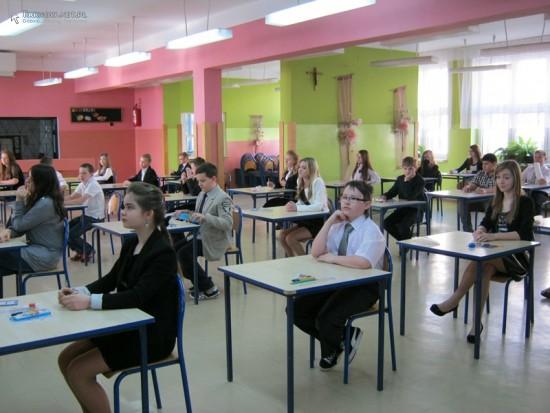 Radni Młodzieżowej Rady Miejskiej w Tarnowie pomagą uczniom w przygotowania do egzaminu dla szóstoklasistów
