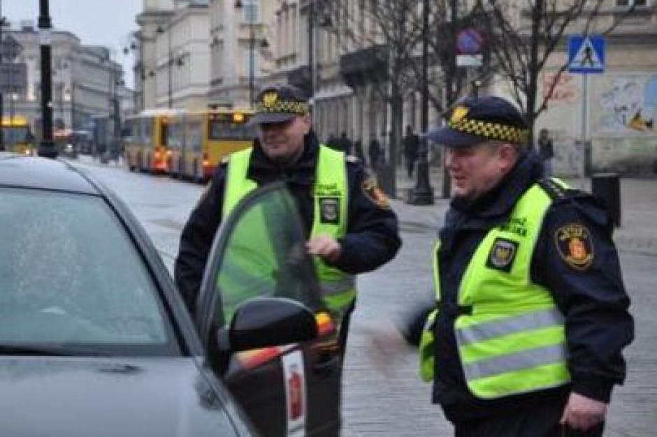 Stołeczna straż miejska wylicza wykroczenia osób z immunitetami