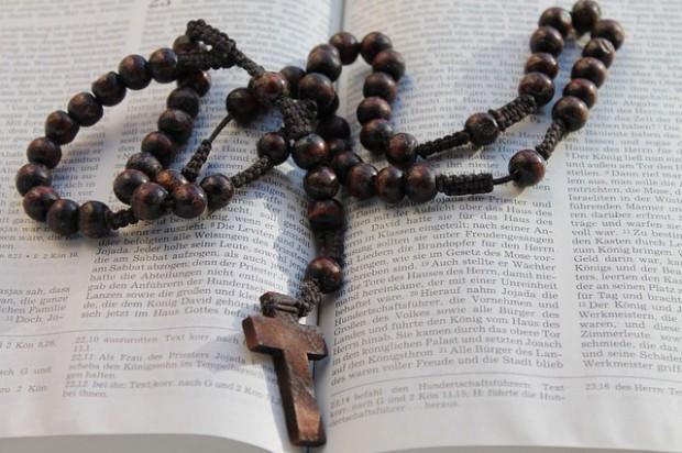 Religię w szkole powinni finansować rodzice lub związki wyznaniowe