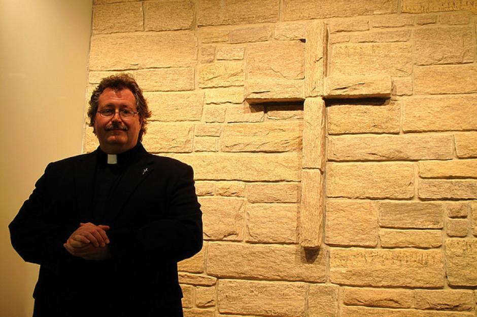 Religia w szkołach: MEN powinno mieć narzędzia do oceny pracy katechetów