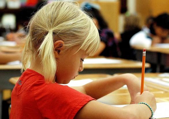 Gminy straszą kontrolami poradnie, które odraczają obowiązek szkolny dla sześciolatków