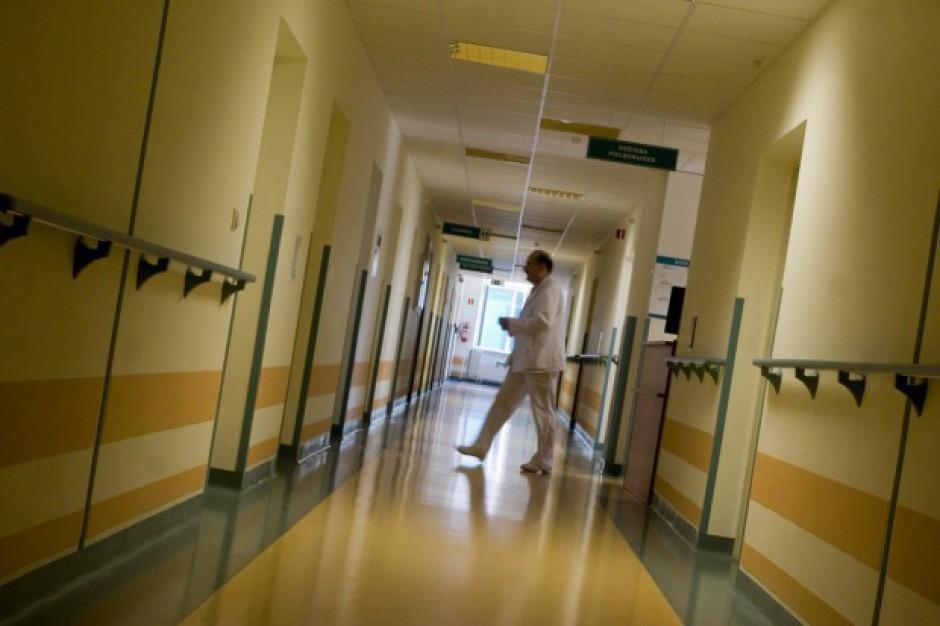 Samorządy prywatyzują szpitale, bo chcą uniknąć odpowiedzialności finansowej