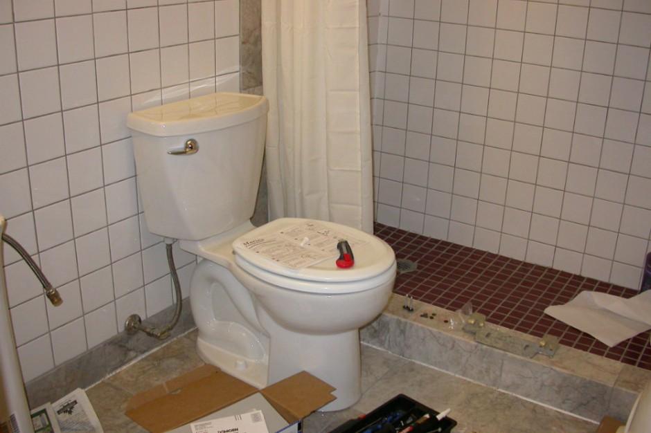Kanalizację traktujemy  jak śmietnik i za to płacimy