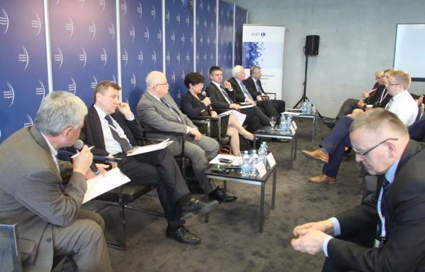 EEC 2015: Jeśli samorządy chcą mieć dobrych specjalistów od eadministracji muszą im dobrze zapłacić