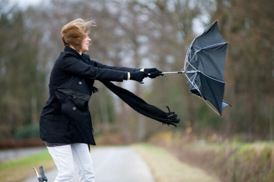 Niedziela - mniej opadów, nieco cieplej, ale z mocnym wiatrem