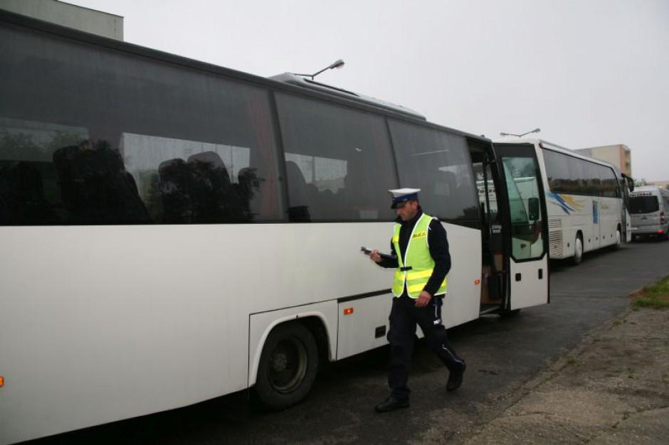 Drogówka kontroluje autokary w Radomiu