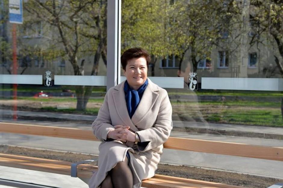 W Warszawie wymieniono pierwsze wiaty przystankowe