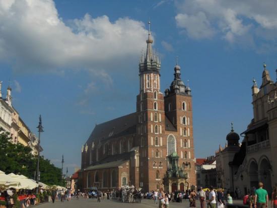 Kraków: Plac Mariacki potrzebuje remontu