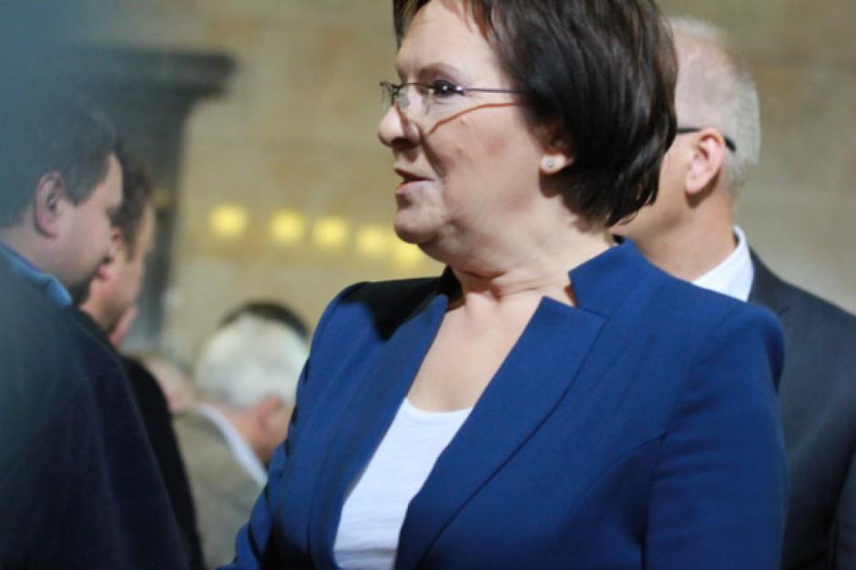 Premier wręczyła milionowy egzemplarz Karty Dużej Rodziny. Ruszył rodzinometr