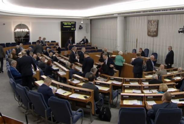 Senat: Pieniądze na budowę dróg lokalnych podzieli MIR, a nie MAC