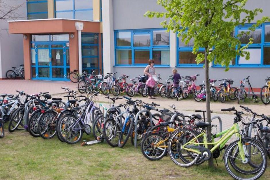 Tysiące rowerów przed gdańskimi podstawówkami