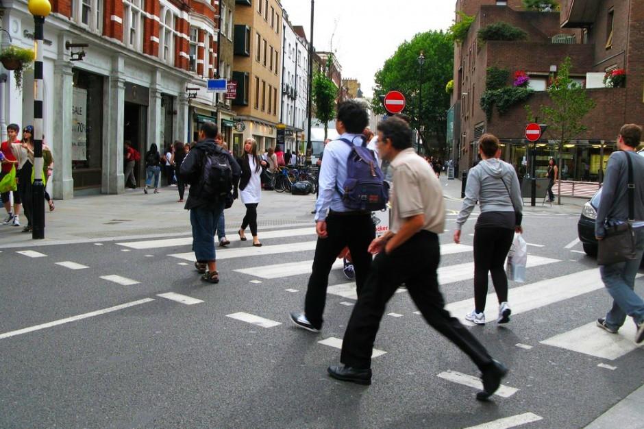 Co piąty pieszy ginie na drodze. Miasta chcą zadbać o ich bezpieczeństwo