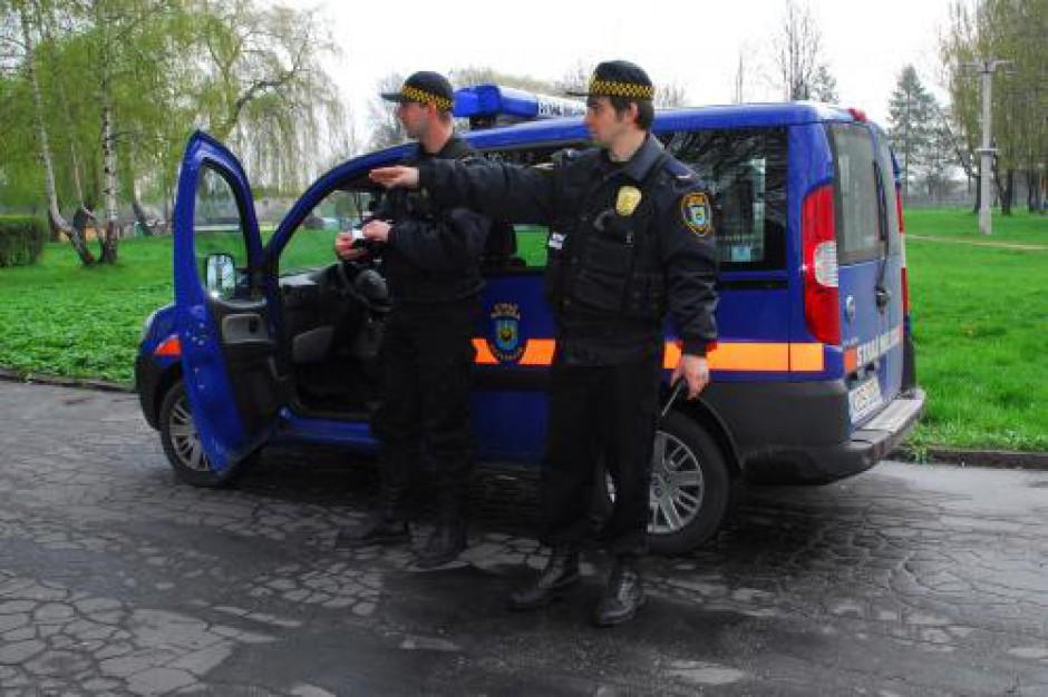 Straż miejska: Funkcjonariusze podejmują dodatkową pracę