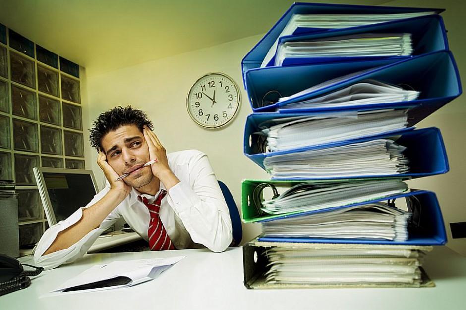 Polacy nie są w stanie się utrzymać z pracując na jednym etacie