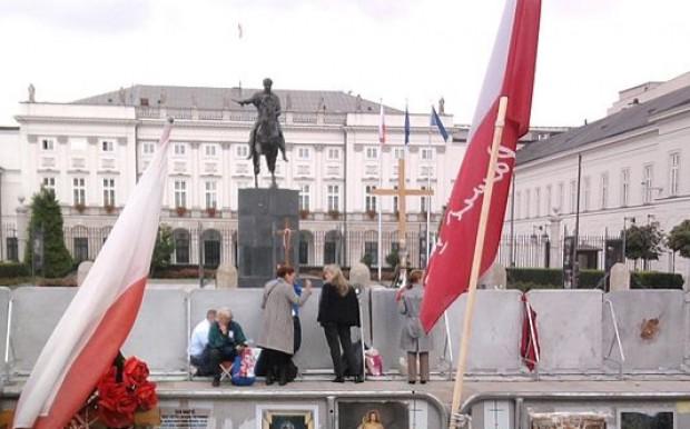 Gronkiewicz-Waltz: Duda nie zmieni lokalizacji pomnika smoleńskiego