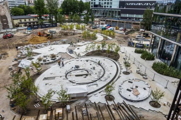 Nowa przestrzeń miejska na Placu Europejskim przed Warsaw Spire