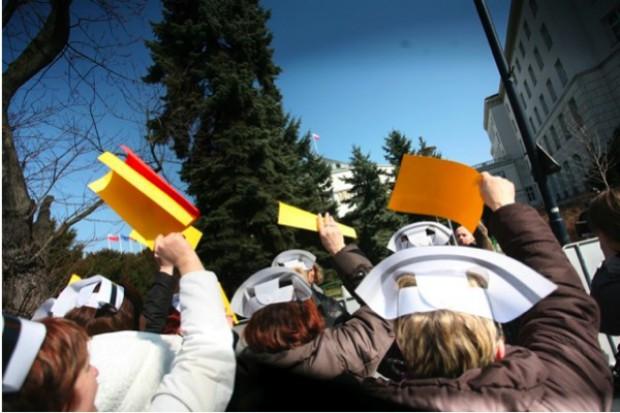 Mieszkańcy Wyszkowa popierają strajkujące pielęgniarki, władze przeciwnie