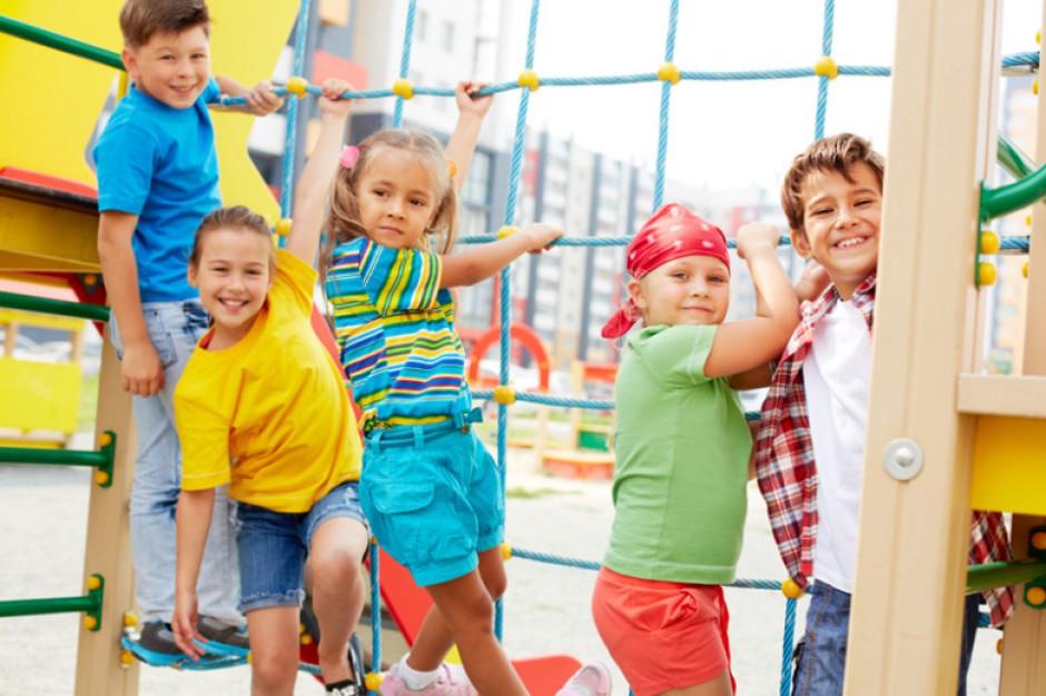 Jak zapewnić bezpieczne wakacje dzieciom? Poradnik MEN