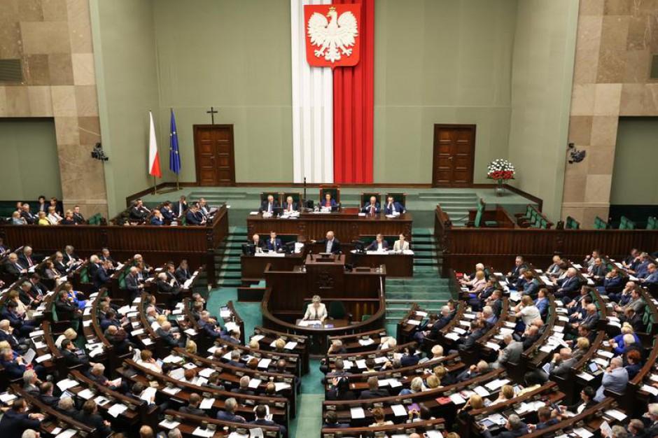 Prawo łowieckie, ePUAP, elekrośmieci i prawo o zgromadzeniach - w lipcu rząd planuje ofensywę legislacyjną