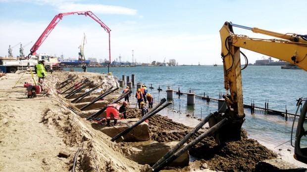 Trwają prace nad umocnieniami morskich nabrzeży