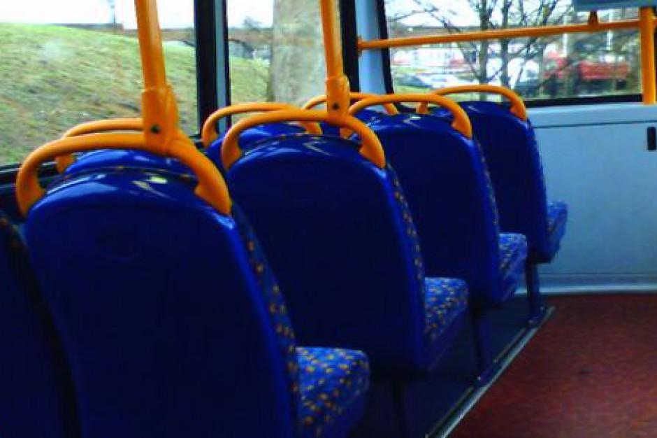 MSW: Bezpieczne autobusy zostaną oznaczone