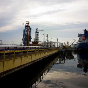Stanowisko T1 zaprojektowane zostało dla przeładunku produktów naftowych (paliw) transportowanych statkami o wyporności do 50 000 DWT. (fot.portgdansk.pl)