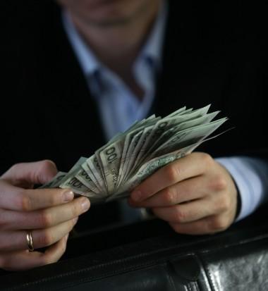Pensje wójtów, burmistrzów: Mniej czy więcej niż 10 tys. zł?