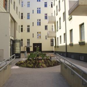 Całość inwestycji uzupełniła infrastruktura rekreacyjna czyli zielone podwórka oraz place zabaw. (fot.wzp.pl)