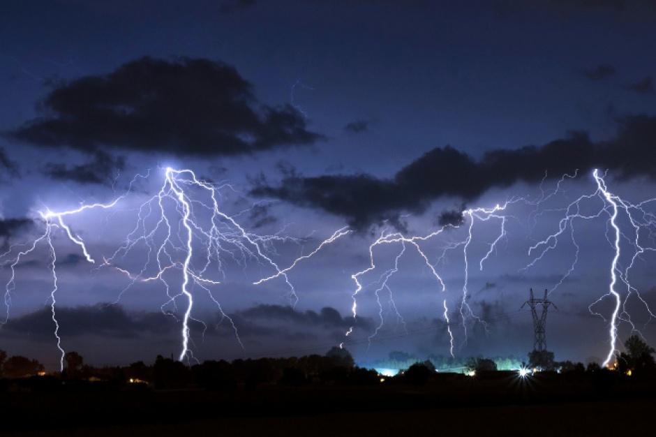 IMGW ostrzega przed deszczem i burzami
