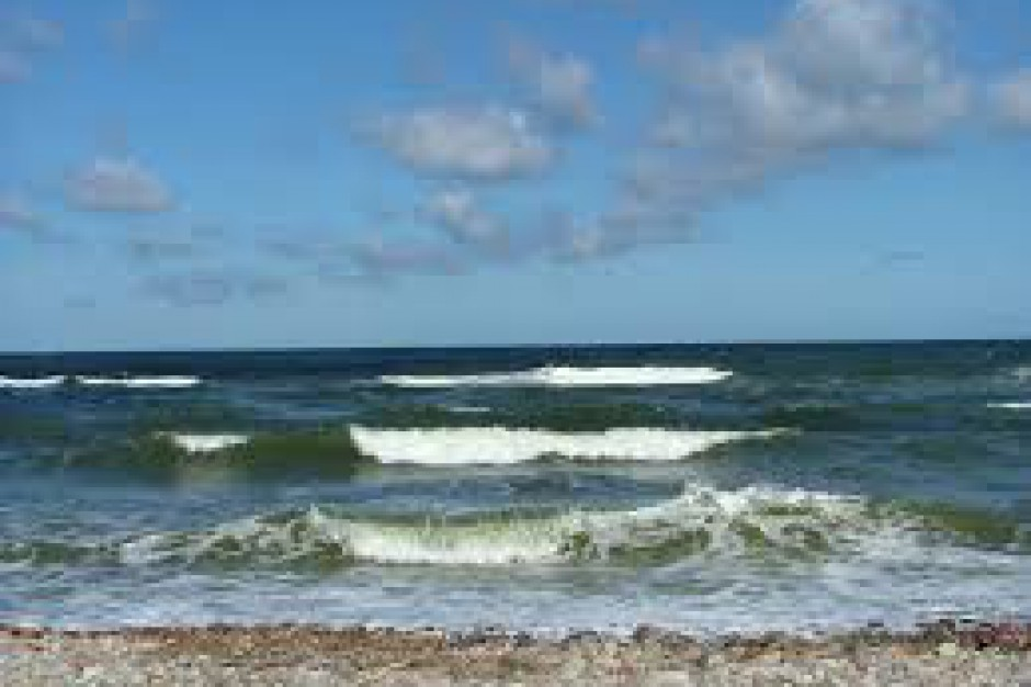 Plaże: Ustronie Morskie, Sarbinowo, Unieście oraz Mielno otwarte, zamknięta w Międzywodziu
