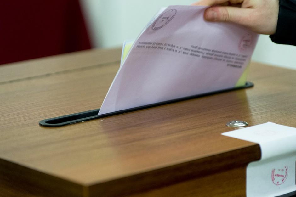 JOW-y, referendum: maleje poparcie dla JOW-ów